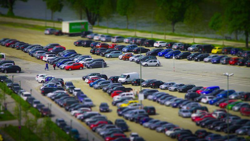 Fővárosi Közgyűlés - Új parkolási fizetőövezetek lehetnek Újbudán, az állatkertnél csökkenhetnek a díjak