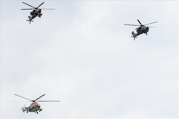 Megkezdődött a NATO-tagországok állam- és kormányfőinek csúcsértekezlete – a Magyar Honvédség egy Mi-17 típusú szállítógéppel vett részt az ülés megelőző légi bemutatón – fotó
