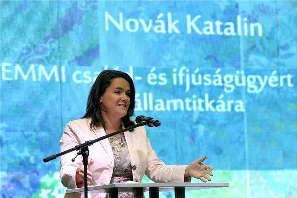 Novák Katalin: fontos elismerni az apák teljesítményét is