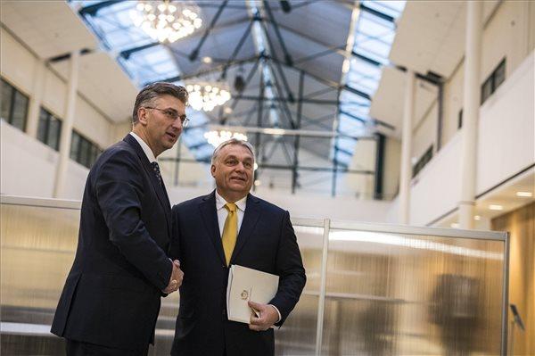 Orbán Viktor a néppárti kongresszusra Helsinkibe érkezett, kétoldalú tárgyalásokat is folytat