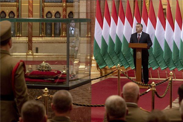 """""""Bevándorlók millió várják most is, hogy útra kelhessenek"""" – Orbán szerint az ország megvédése nem a NATO, nem az EU feladata, hanem a miénk"""