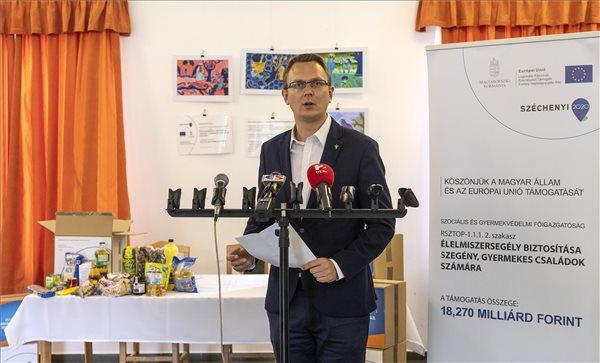 Rétvári: az Európai Unió inkább a migrációt támogatja, mint a rászorulókat