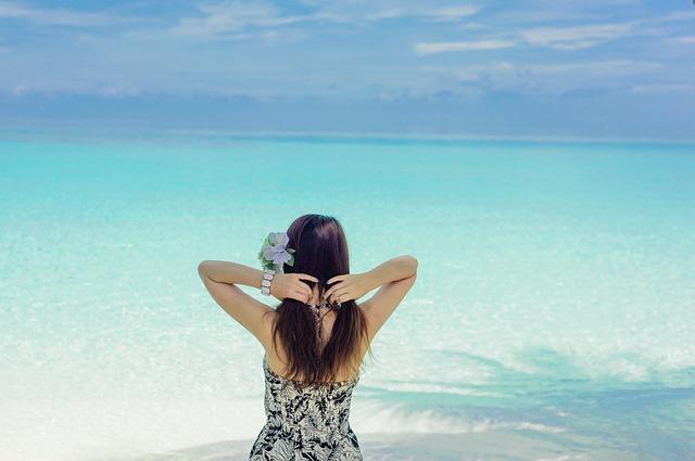 Gyulladást okozhat a parfüm és az arcszesz használata napozás közben