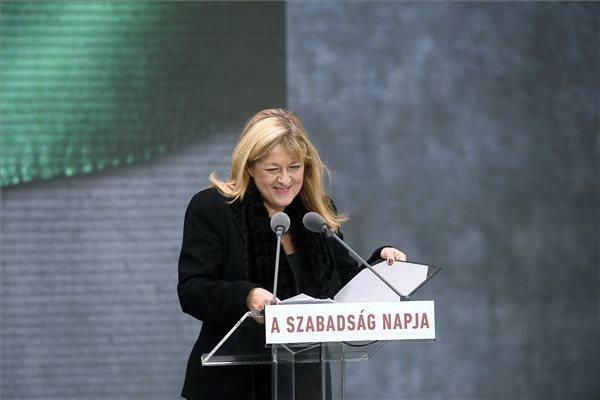 Megkezdődött a központi ünnepség a Terror Házánál – Orbán Viktor beszéde előtt felszólalt Schmidt Mária is