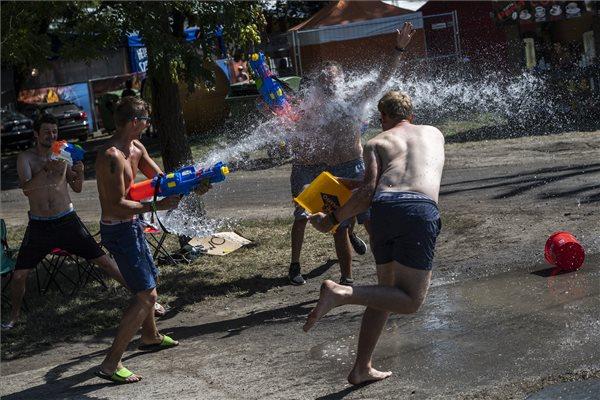 Megkezdődött a Sziget – napi háromszáz rendőr biztosítja a fesztivált