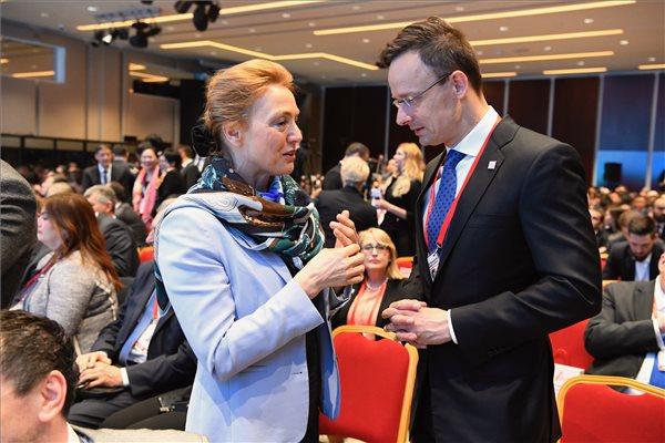 Szijjártó: Magyarország kész 25 százalékos tulajdonrészt vásárolni egy épülő horvát LNG-terminálban