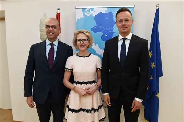 Szijjártó: Magyarország 1,5 milliárd forint értékben kórházat épít Szíriában