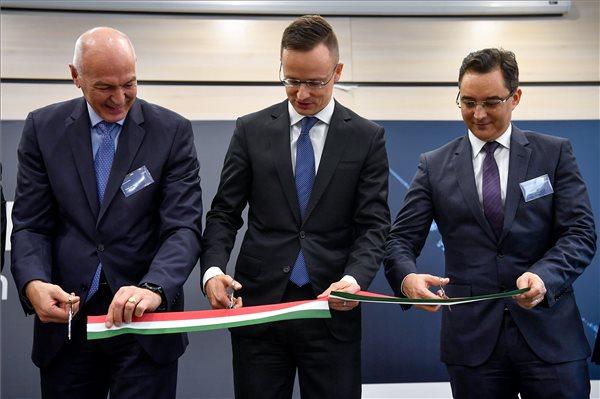 Szijjártó: sikeres volt a magyar gazdaság dimenzióváltása