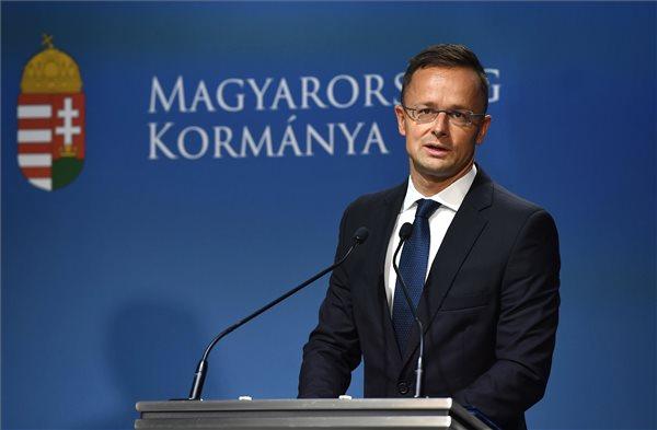 Szijjártó: megdöbbentő mélységekbe süllyedt az ukrán politika
