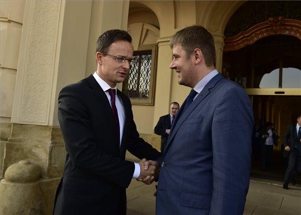Szijjártó: a visegrádi együttműködés fenntartása közép-európai érdek