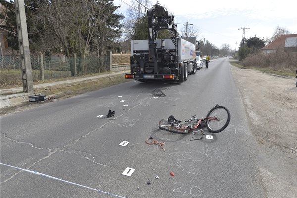 Tragédia – kamion gázolt halálra egy biciklist Tökölön – fotó
