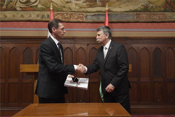 Benyújtotta a jövő évi büdzsé tervezetét a pénzügyminiszter