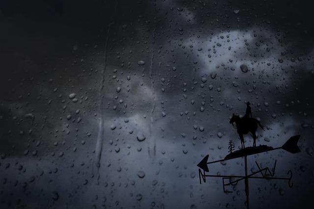 Csúnya fordulatot vesz az időjárás éjfélkor – markáns hidegfront érkezik viharos széllel és zivatarokkal – figyelmeztetést adtak ki