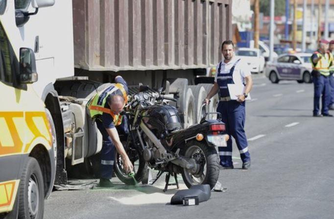 Kamion gázolta halálra egy motoros utasát Zuglóban