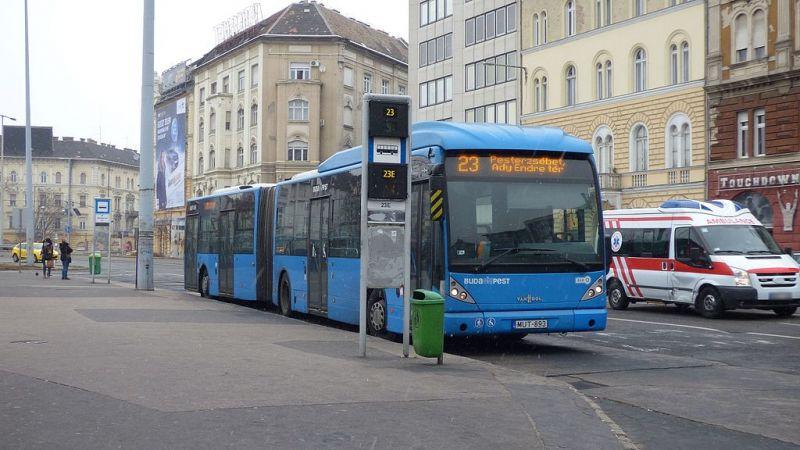 Beszakadt az útpálya a XX. kerületi Tátra téren, több busz útvonala módosult
