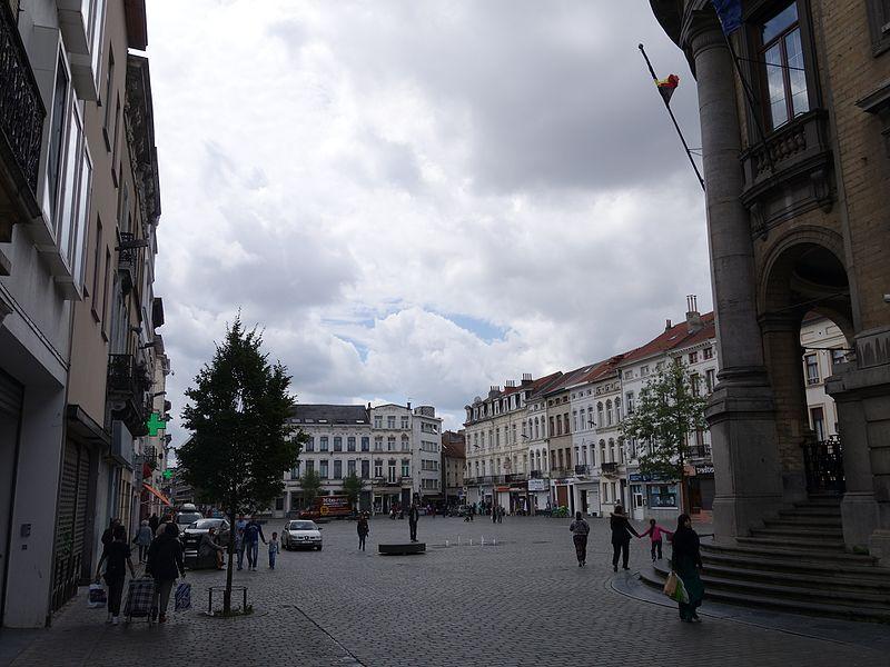Beperelt egy újságírót Molenbeek polgármestere, mert a kerület rossz hírét költi