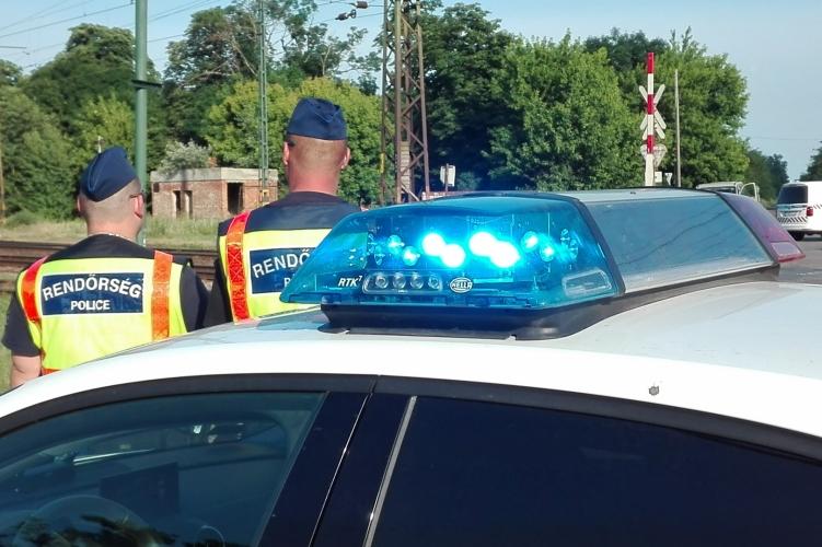 Vonat elé ugrott egy nő az unokájával – emberölés miatt nyomoz a rendőrség