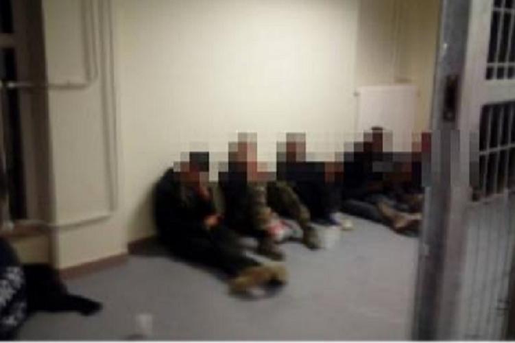 Szerb embercsempészeket és menekülteket fogtak el az M1-es autópályán