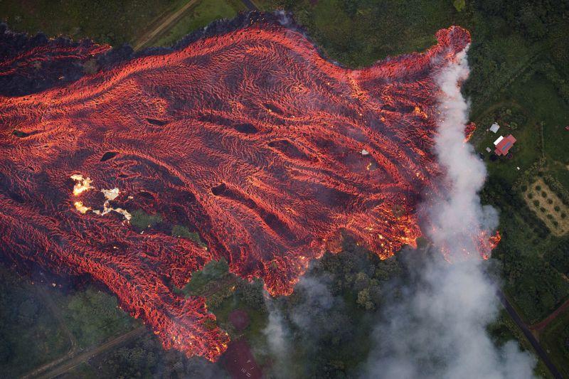 Hawaii: a tengert elérő láva megmérgezi a levegőt