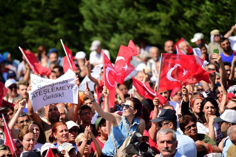 Török puccskísérlet – Ismét több mint száz ember ellen adtak ki elfogatóparancsot