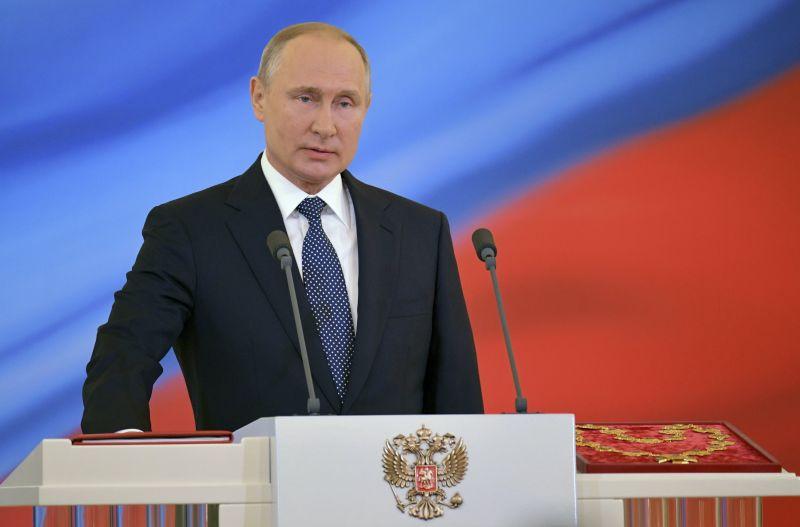 Letette az elnöki hivatali esküt Vlagyimir Putyin