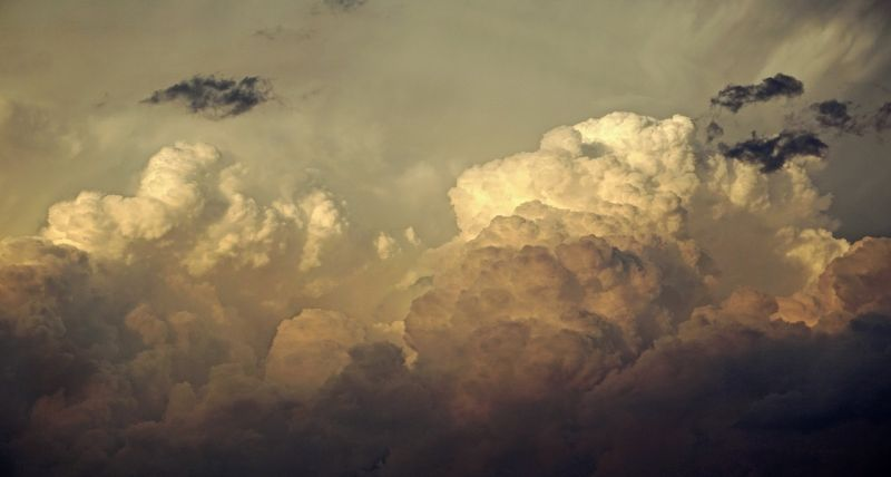 Menetrendszerűen érkeznek a felhőszakadások