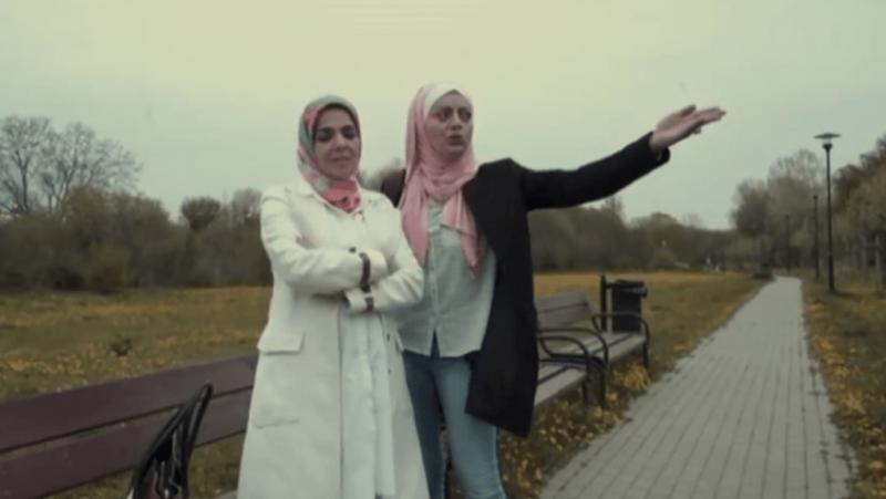 Két egyiptomi színésznőt inzultált egy férfi a fejkendőik miatt