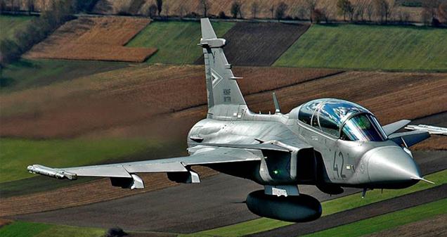 Hibajelzést adott a magyar vadászgép: de lánykérés jött a Gripenből