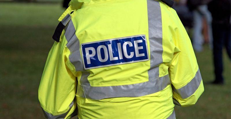 Fuldokló kisfiút mentettek meg a rendőrök