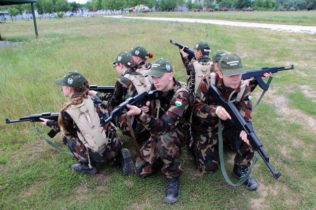 Szeretik a fiatalok, szinte teltházzal mennek a honvédelmi táborok