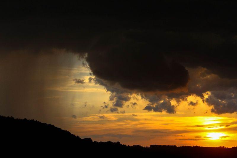 Kedd éjjel és szerdán is többfelé lehet felhőszakadás