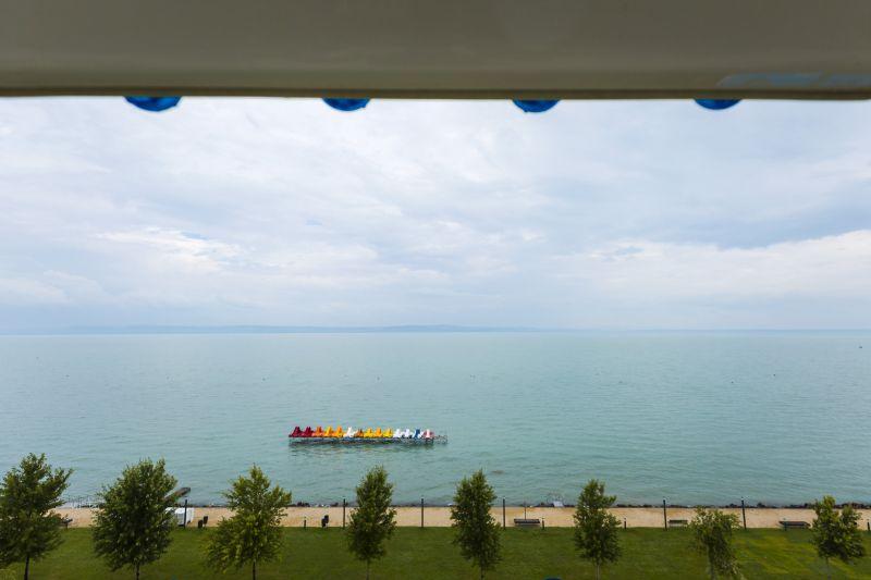 Ön át tudná úszni a Balatont? Több ezer ember próbálja meg!