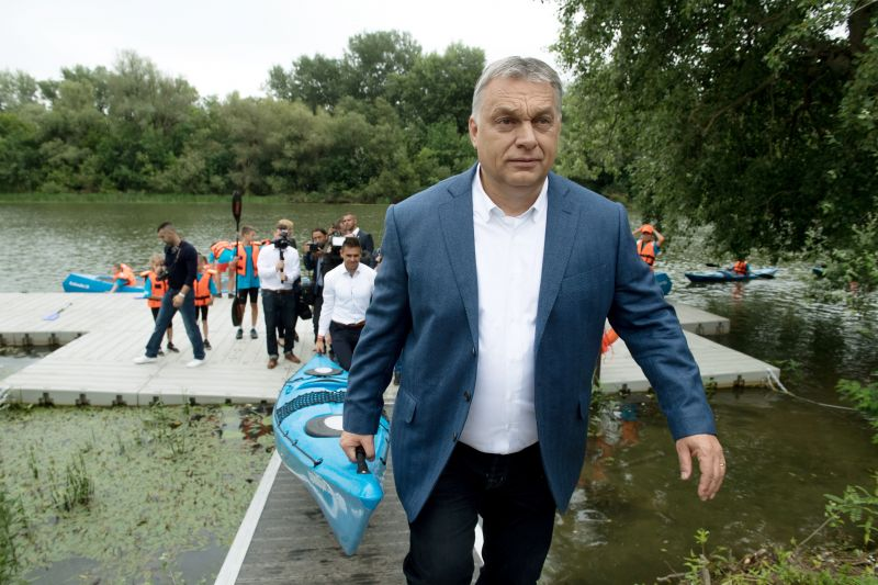 A nap fotója: Orbán Viktor kenut visz
