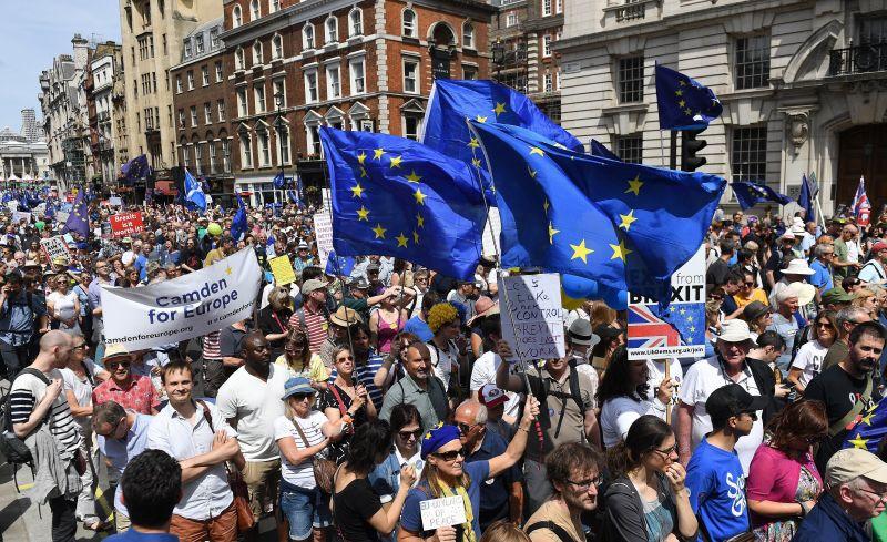 Tízezrek követelték, hogy Nagy-Britannia mégse lépjen ki az EU-ból