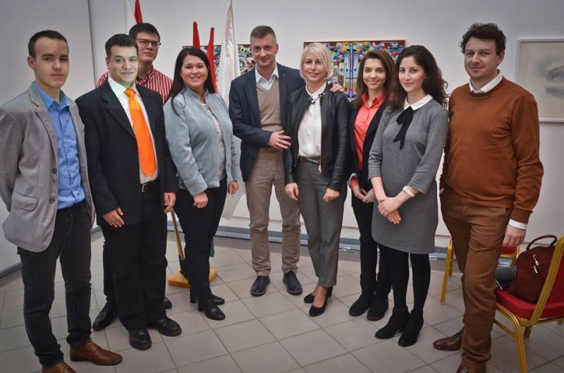 Hoppá: fideszes aktivista az egyik Miskolcon induló rejtélyes képviselőjelölt