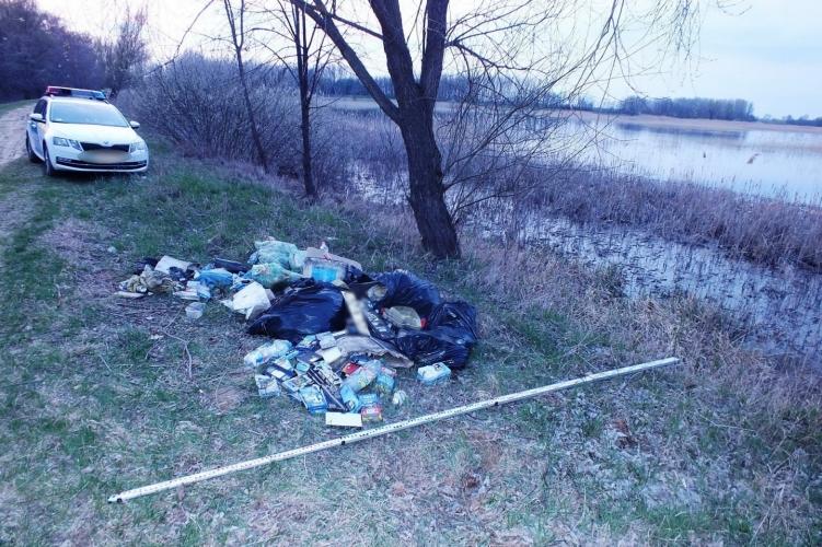 A Fancsika tavak partjára vitte a veszélyes hulladékot