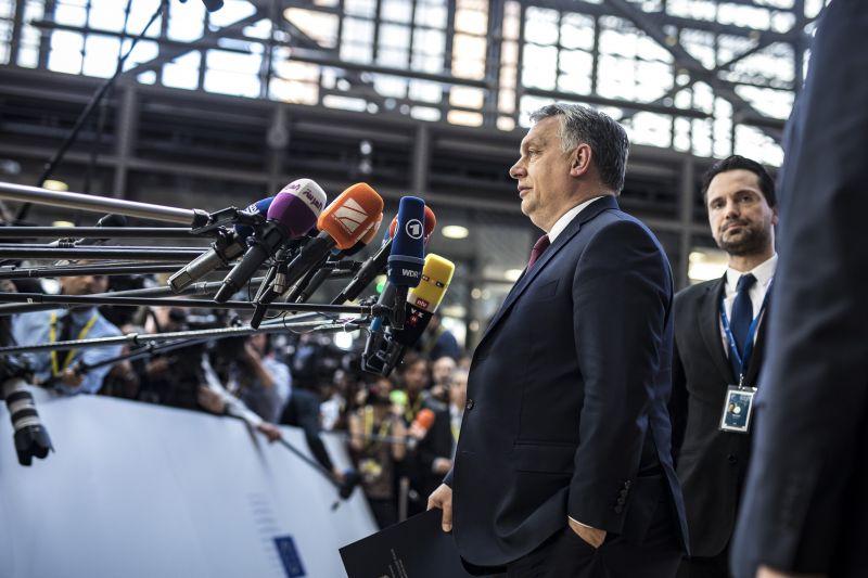 Brit tudósítóval szócsatázott Orbán Brüsszelben – videó