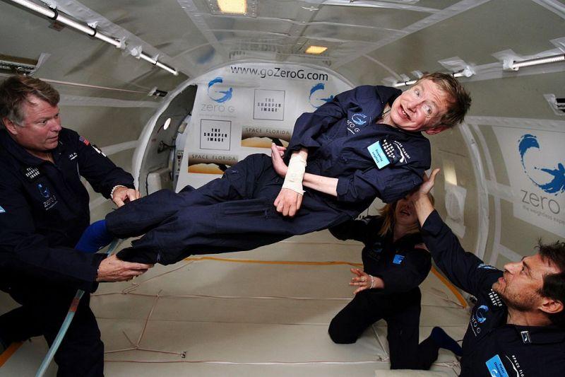 Az űrbe sugározzák Stephen Hawking szavait
