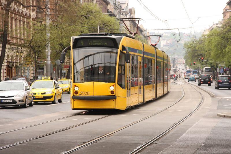 Elindult a nagykörúti villamospálya felújítása, a tanév elejéig pótlóbusz jár egy szakaszon