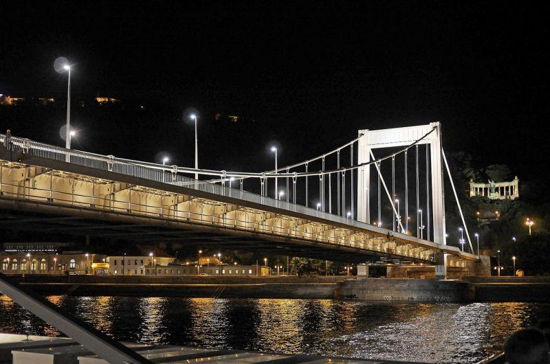 Távhővezeték-építés miatt vasárnaptól lezárások lesznek az Erzsébet híd környékén