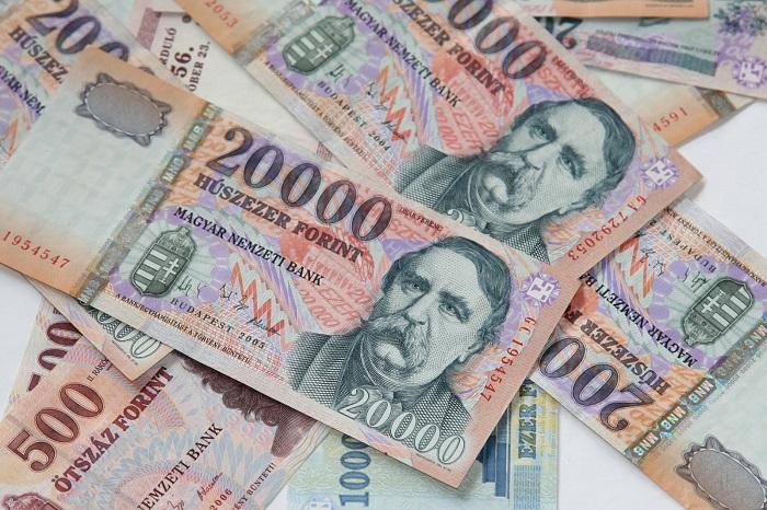 Egyre inkább a mélypontjához ér a forint árfolyama az euróval szemben