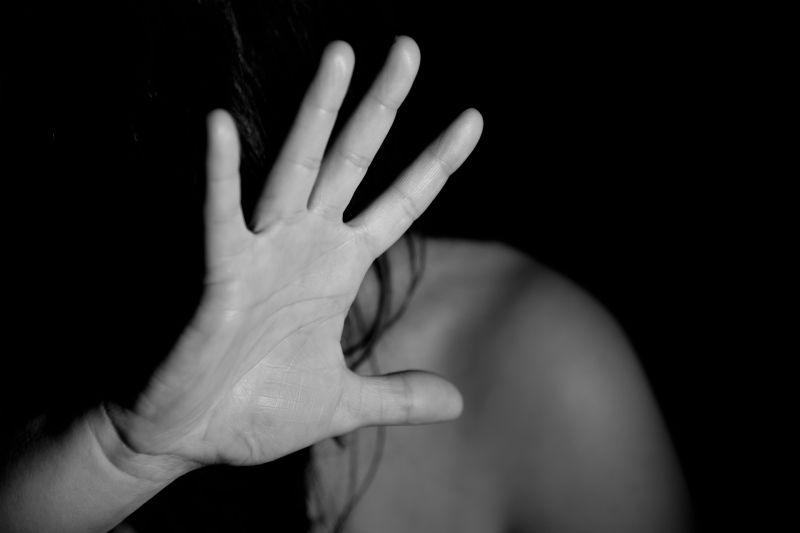 Nyolcan erőszakoltak meg egy lányt egy borsodi településen