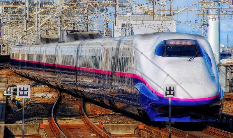 Vérfürdő a szuperexpresszen: több embert megkéselt egy ámokfutó Japánban