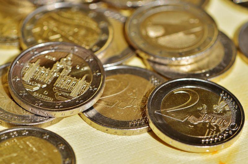 Rekordközeli mélységbe zuhant az euro forintárfolyama