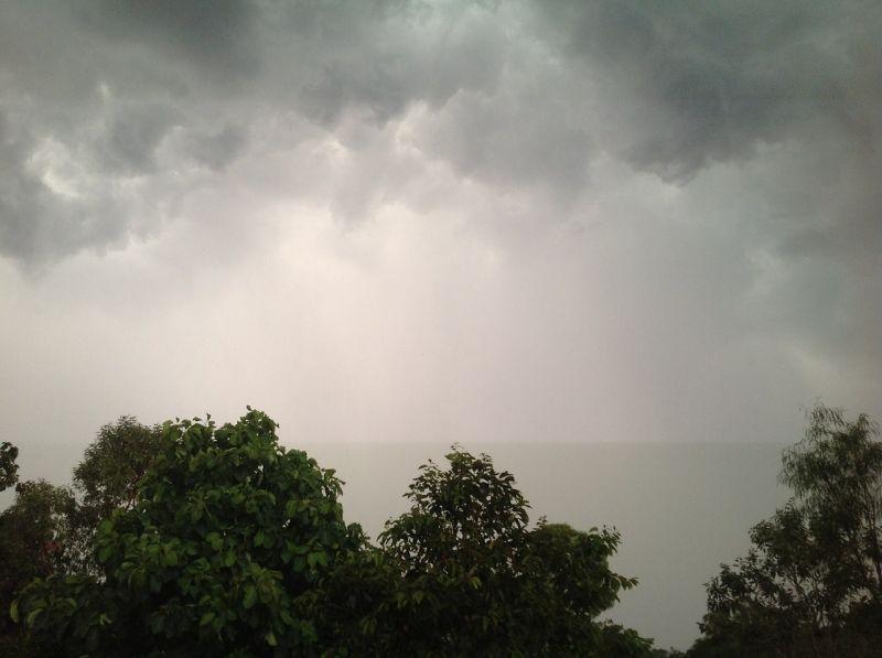 Kiadták az év első hőségriasztását, az eddigieknél is durvább viharok, felhőszakadások jönnek
