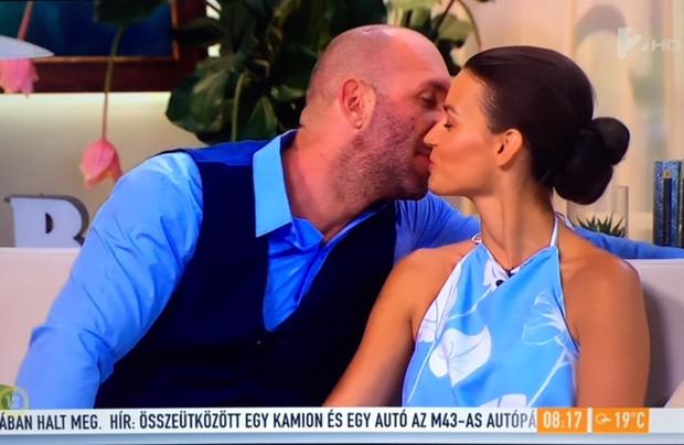 Berki Krisztián élő adásban csókolta meg Mazsit
