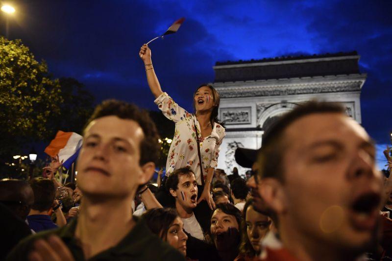 12 ezer rendőrrel készül Párizs a vébé döntőjére és a nemzeti ünnepre – zárva lesz az Eiffel-torony