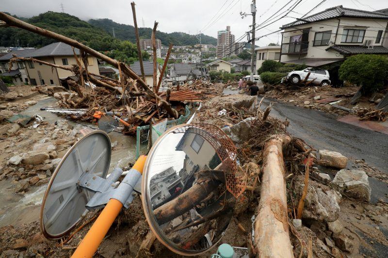 Drámaian emelkedik a halálos áldozatok száma Japánban az áradások miatt