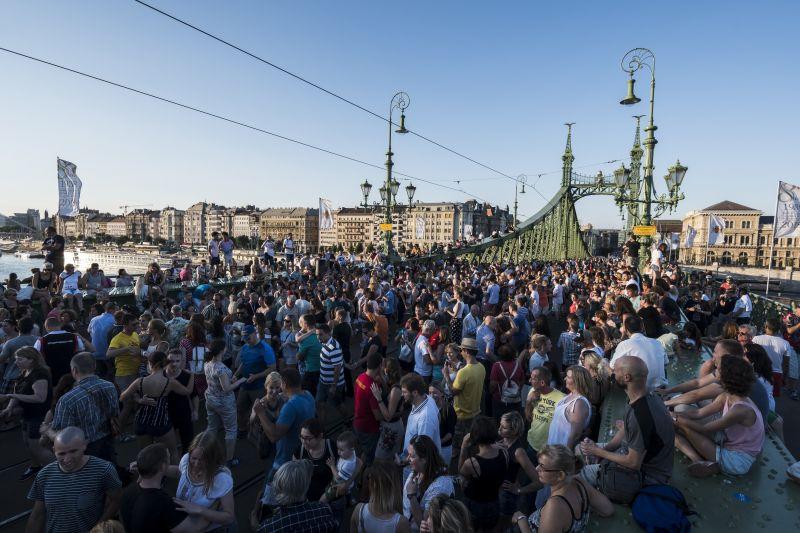 Ezen a hétvégén is a gyalogosoké a Szabadság híd – így változik a közlekedés