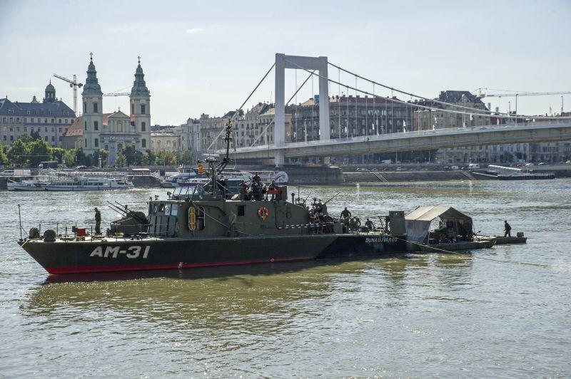 Egy napot csúszik a bomba kiemelése az Erzsébet hídnál, csütörtökön lehet nagy dugó és kitelepítés